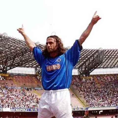 Stefan Schwoch. Nella sua seconda stagione a Napoli, in serie B, segnò 22 gol in 35 partite