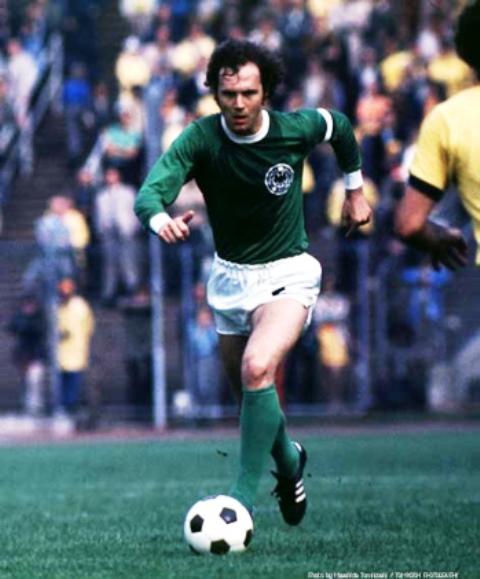 Franz Beckenbauer con la maglia della Germania Ovest