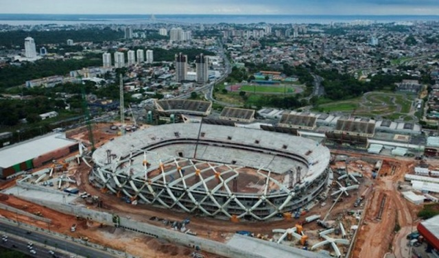 lo stadio di Manaus in costruzione