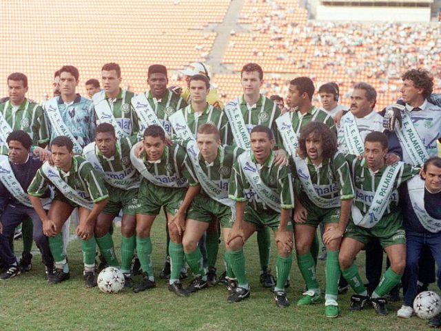 il Palmeiras del 1995. Osio è il terzo accosciato da destra