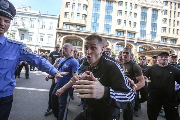 "i Titushky, ""disturbatori"" assoldati del regime Yanukovich"